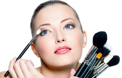 女性有白癜风还能化妆吗