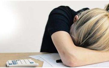 女性白癜风患者发病原因和症状有哪些