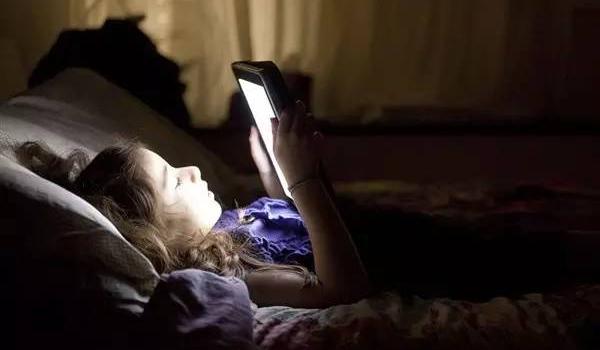 幾種加重白癜風病情的不良睡眠行為要警