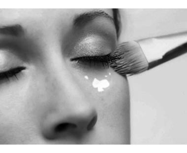 女性得了白癜风还可以化妆吗?